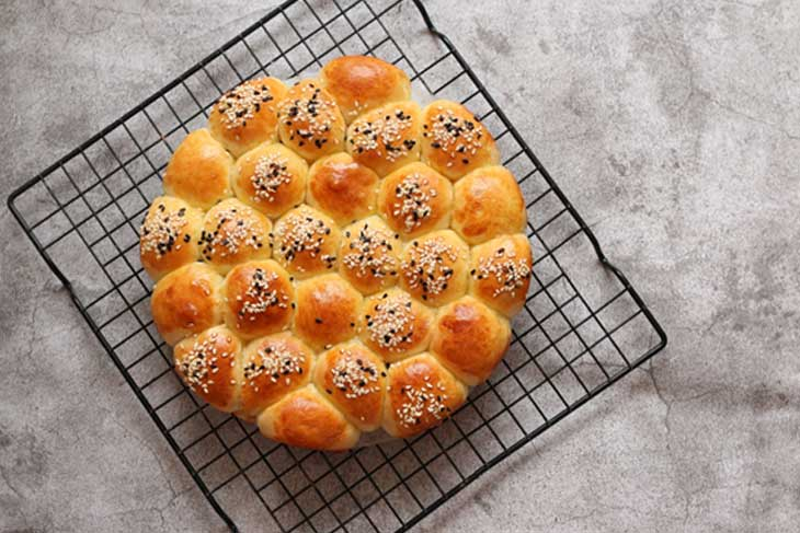 THE SECRET TO FOOLPROOF BUBBLE BREAD